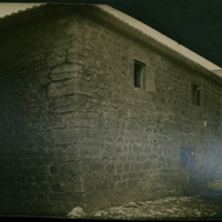 Exterior de la casa familiar de los Moral en Quintanilla de Somuñó (Burgos)